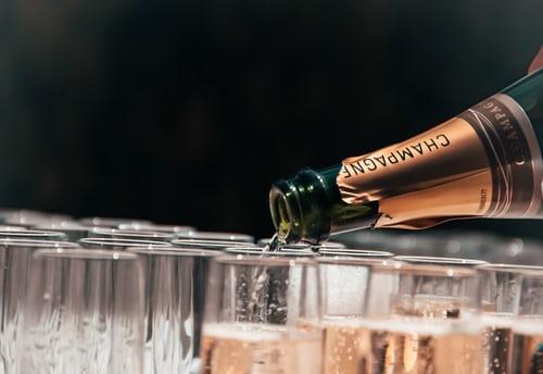 年份香槟比无年份香槟贵得多,到底为什么?